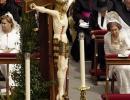 Іспанська Королева Софія (справа) на першій папській Службі Бенедикта XVI, 24.05.2005